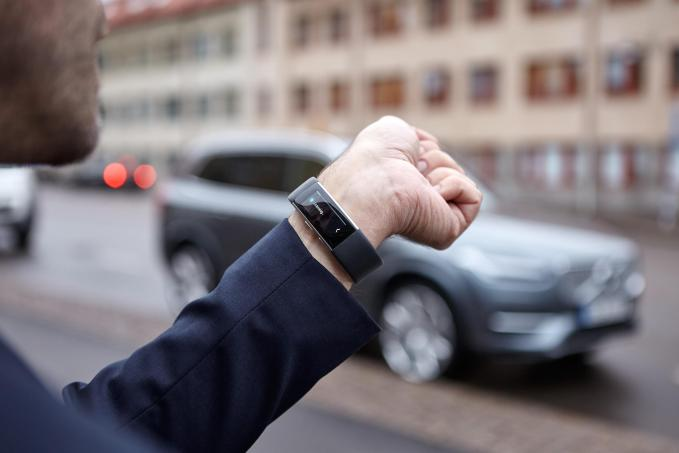 Using the Microsoft band, Volvo drivers can now speak to their car!