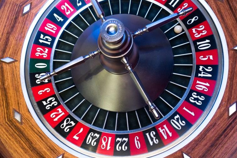 roulette-roulette-wheel-ball-turn.jpg