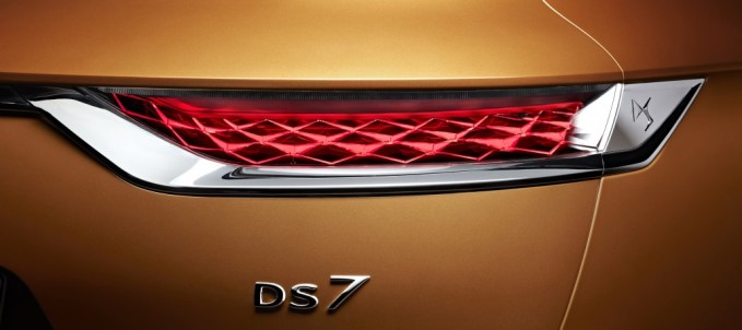 - 20170228 DS 7 CROSSBACK Rear light and badge signature HD 1030x458 - Review: DS 7 Crossback SUV – a luxury car for our times?