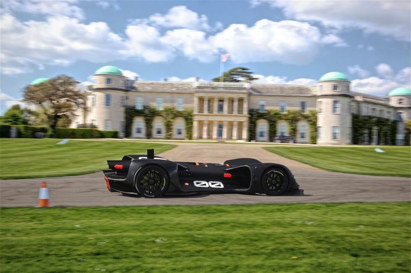 Robocar driving by Goodwood House at testing_preview.jpeg