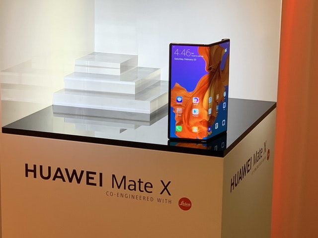 Huawei sells foldable smartphone without Google