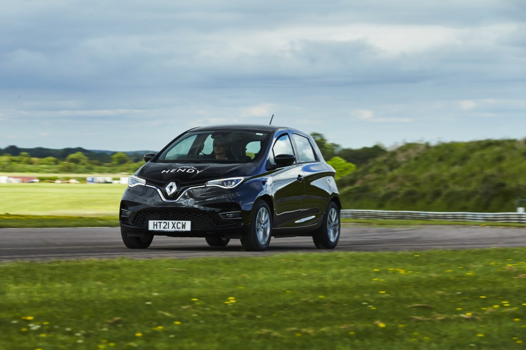 Renault Zoe E-Tech sets EV record – goes 475 miles on single charge