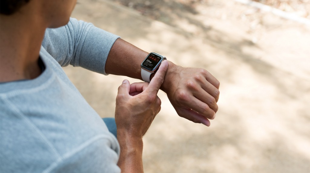 What You Can Do On A Smartwatch In 2021