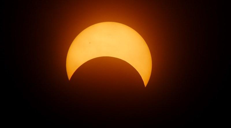 solar eclipse using mobile camera