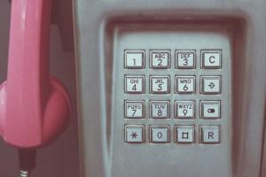 Porque as teclas do telefone e das calculadoras são invertidas?
