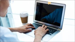 Ex-hacker da NSA cria ferramenta para alertar sobre espionagem na webcam