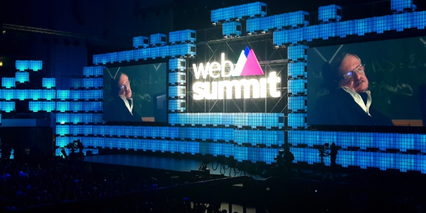 Stephen Hawking conquistou redes sociais no arranque do Web Summit