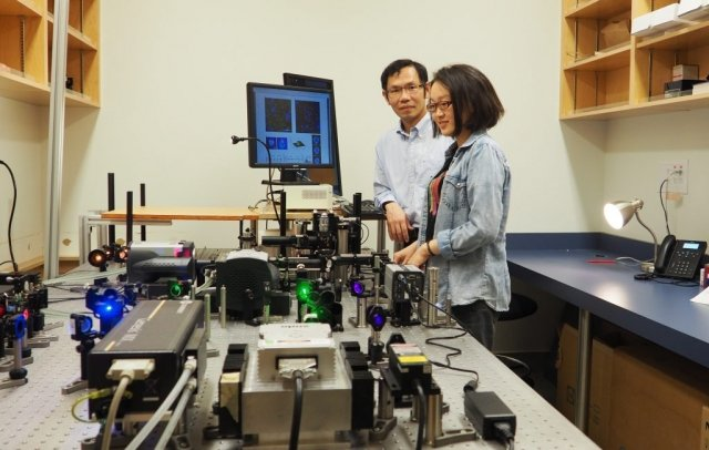 Keng Chou and Qian Liu observe a sample using the super-resolution microscope developed by Chou and patented by UBC