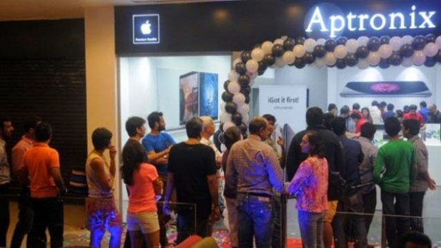 04_Launch-of-iPhone-6-iPhone-6-Plus-624x351