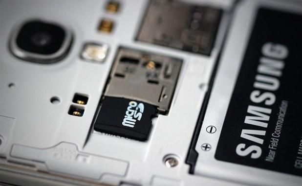 microsd-galaxy-s4-closeup-techfoogle.jpg