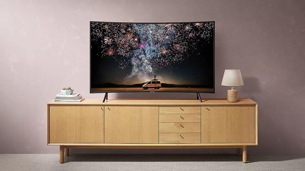 Samsung 49RU7302 - Cel mai bun televizor curbat