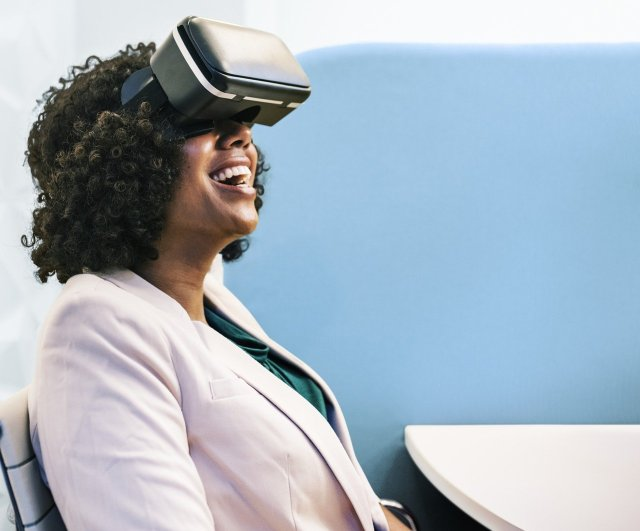 A woman puts on a virtual reality goggles