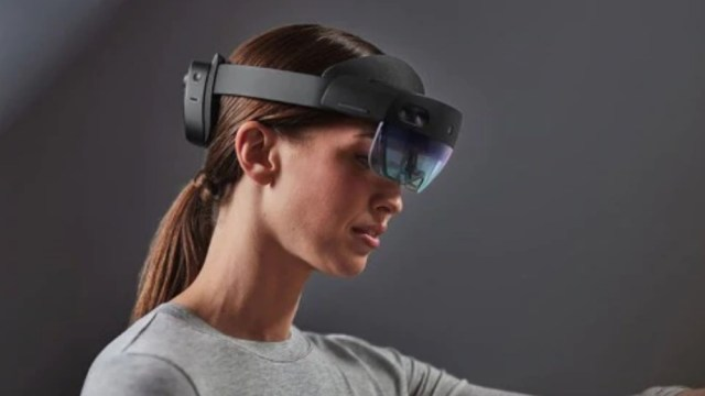 microsoft-hololens-2-mixed-reality-headset