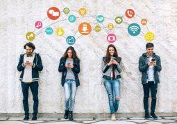 Fransa okullarda akıllı telefonları yasakladı