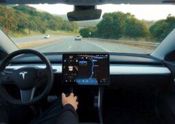 Tesla'nın otopilot verilerini paylaşması istendi