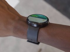 How the Moto 360 Fits on the hand