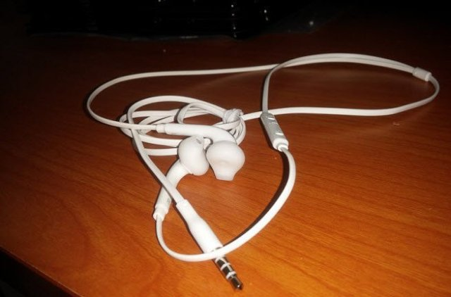 Galaxy s6 ear buds leaked1