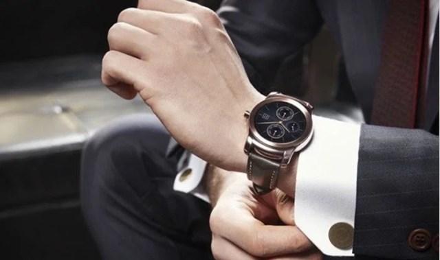 LG Watch Urbane on the hand