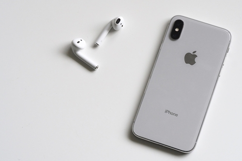 AirPods Only Playing in One Ear  – How To Fix