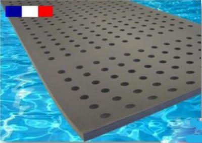 tapis flottant a trous pour piscine