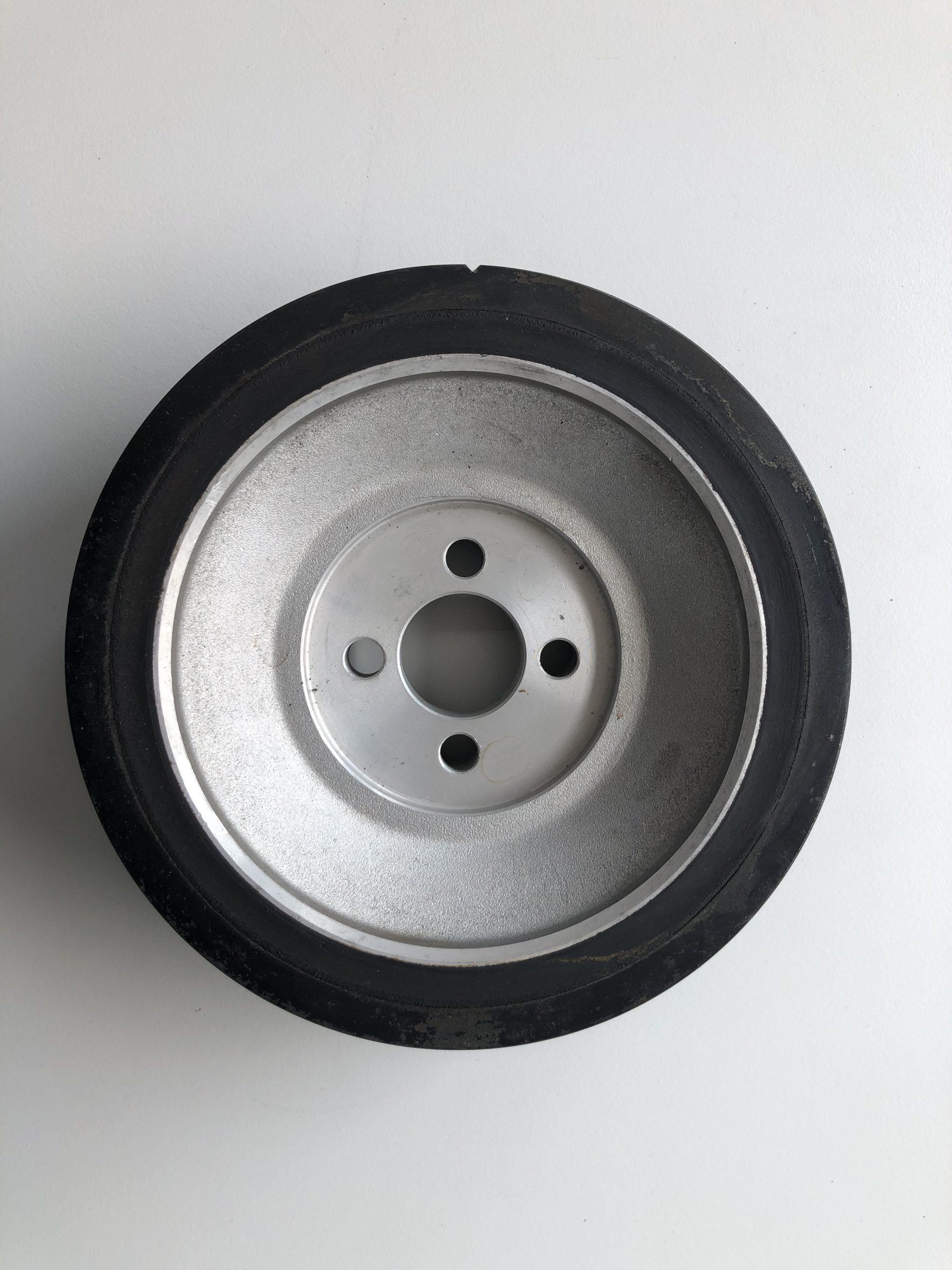 Kurbelwellen Riemenscheibe Lancia Kappa Turbo Originalteil gebraucht, gereinigt und verpackt. Aus werksneuen Motoren ausgebaut.