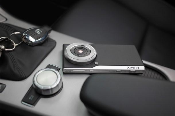 061_FY2014_LUMIX_Smart_Camera_CM1-Ambiente2