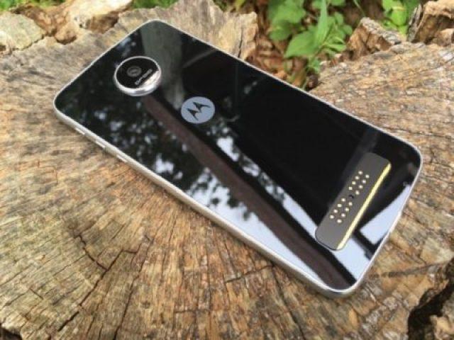 TechnoBlitz.it Moto Z Play diventa una fotocamera con Hasselblad Very Zoom