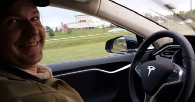 TechnoBlitz.it Tesla: guida automatica limitata a 72 km/h