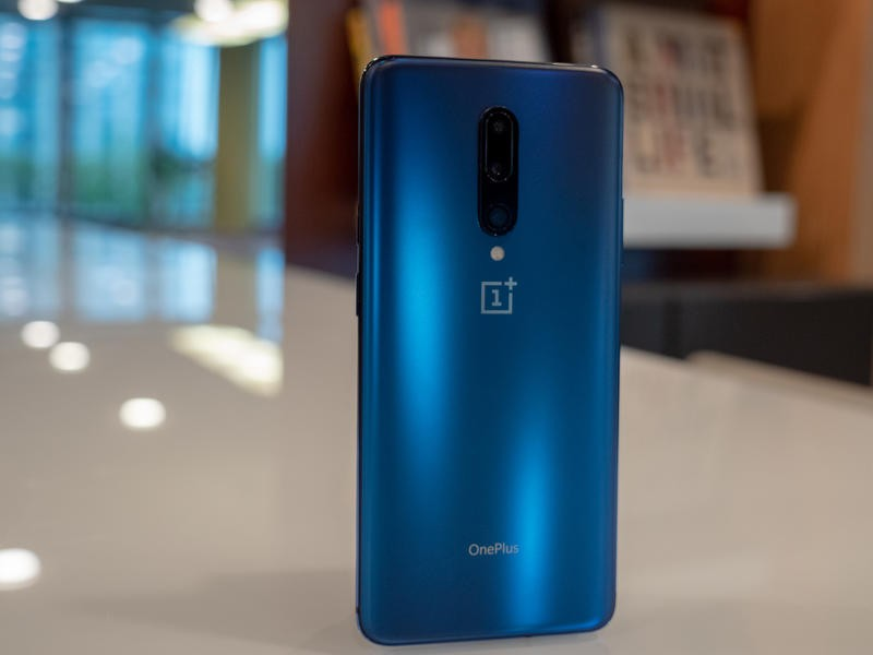 Oneplus 7 Pro Vs Iphone Xr Which One Should You Buy