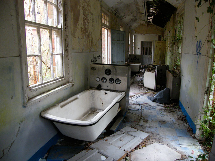 Delusional abandoned mental asylum Sussex -The 10 Most Scary Places On The Earth-12