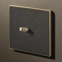 Textured black / Brass (knurled)