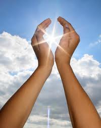 The sun between someones hands