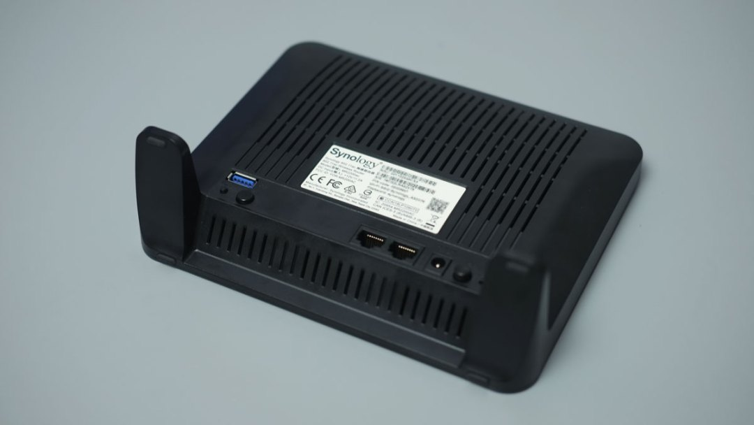 Synology MR2200AC Product Images (4)