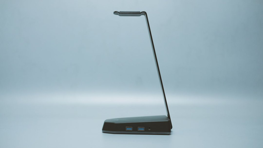Thermaltake-E1-RGB-Headset-Stand-(10)