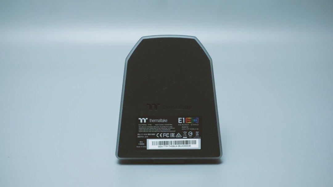 Thermaltake-E1-RGB-Headset-Stand-(9)