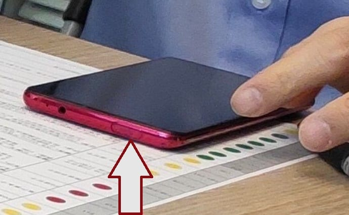 Leaked picture of a Redmi smartphone with possible popup camera