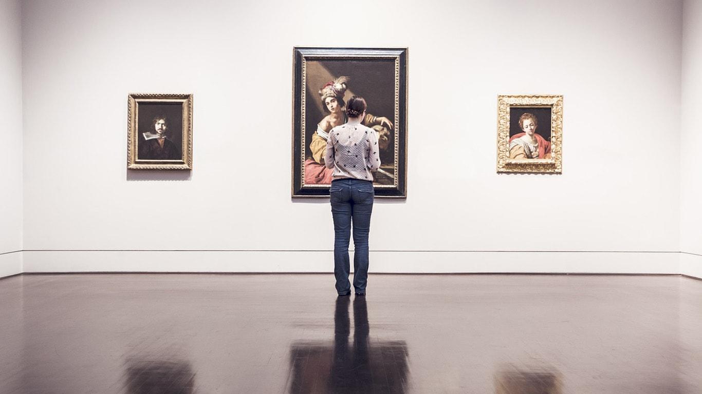 Gallery Curator