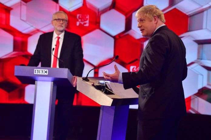 © Reuters. Britain's PM Johnson and Labour leader Corbyn debate on BBC in London