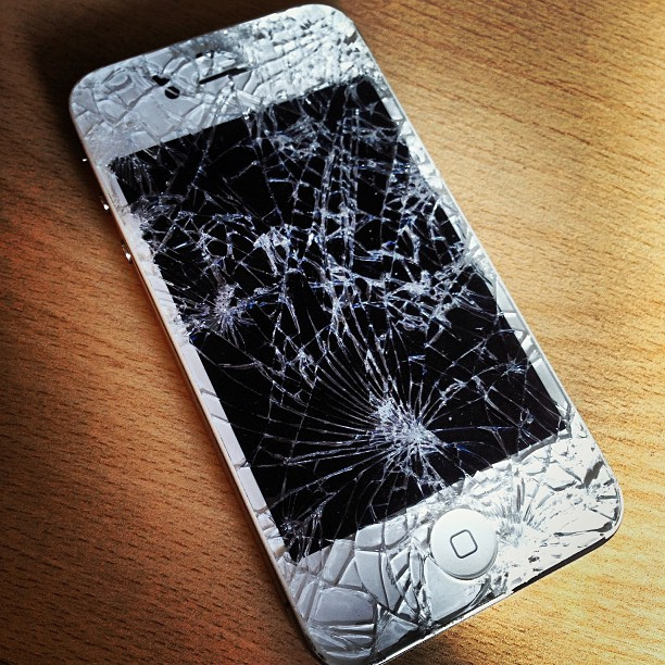 Iphone 5 Cracked Screen Wallpaper Tech Reviewer Top 5 Elite Iphone Cases To Protect Your Phone