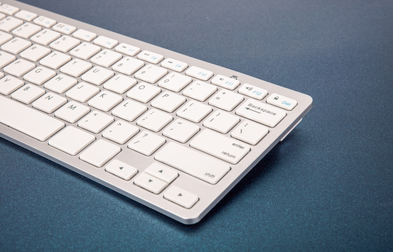 a9dfef9e082 10 Best Wireless Keyboards for Mac - TechSiting