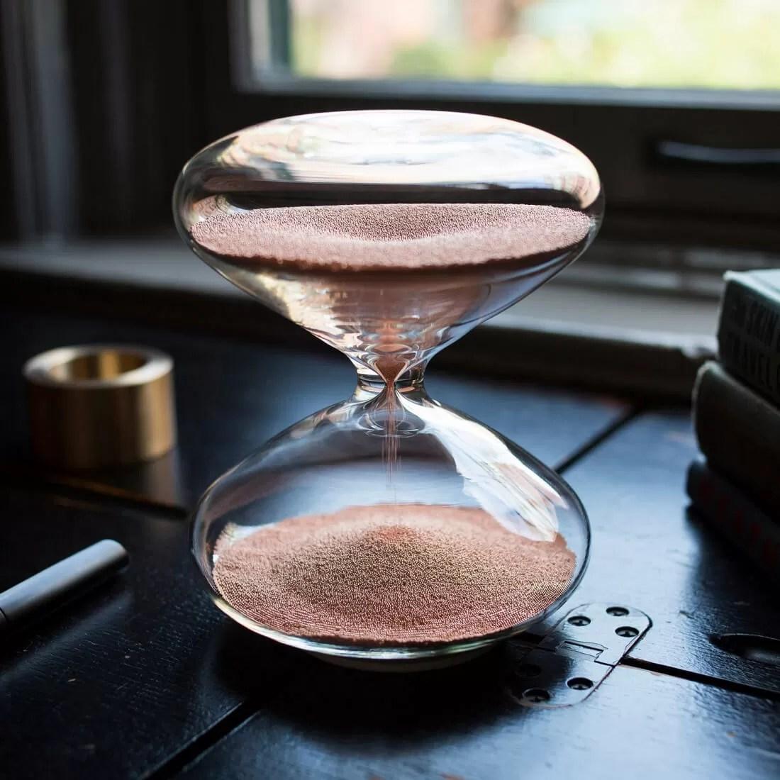 ساعة آبل الرملية من غرائب آبل تعرف على ساعة آبل الرملية و التي توصف بأنها أجمل ساعة رملية