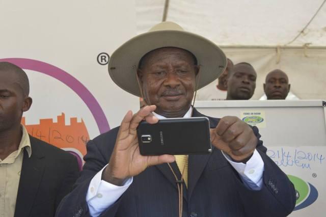 Yoweri Museveni Selfie