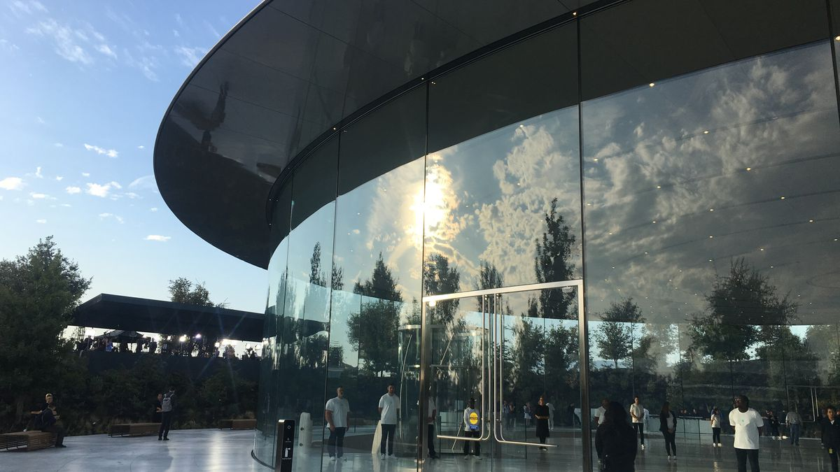 Apple employees getting injured by ultra-transparent glass at $5bn facility
