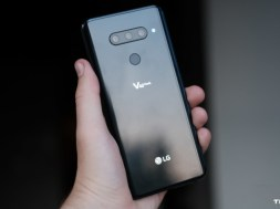 LG-V40-Back-of-phone-in-hand-with-reflections-840×472
