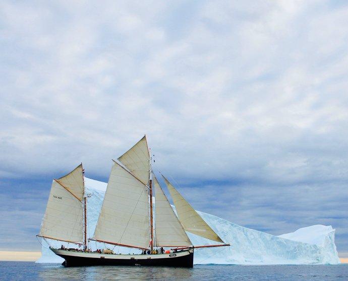 Tecla sailing past a big Iceberg in greenland