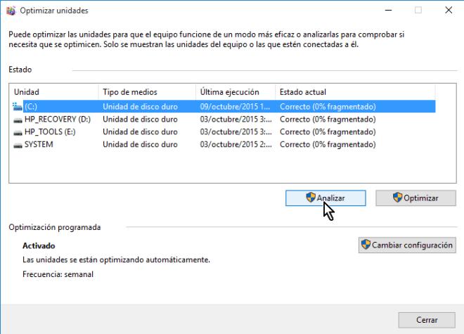 Botón Analizar de Optimizar unidades en cómo desfragmentar un disco en Windows 10