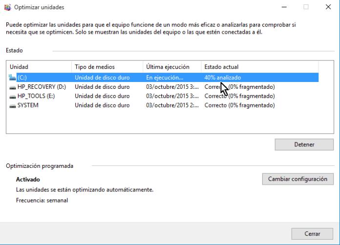 Porcentaje mostrando el progreso del análisis en cómo desfragmentar un disco en Windows 10