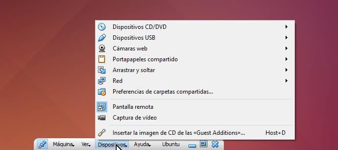 Opción Dispositivos desde la barra de herramientas de VirtualBox en cómo utilizar la cámara web en VirtualBox