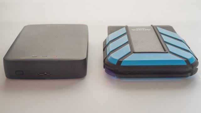 Lado a lado versus un disco duro resistente a golpes.