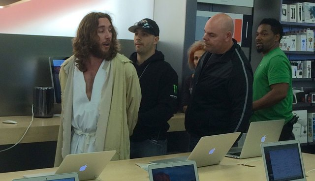 philly-jesus-apple-store-arrest2